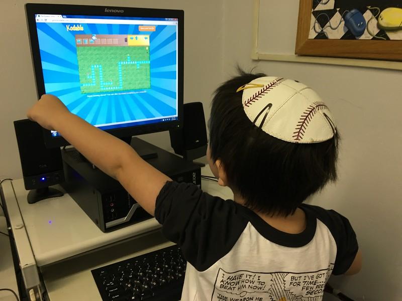 Ngôn ngữ lập trình học code cơ bảncho trẻ emkodu